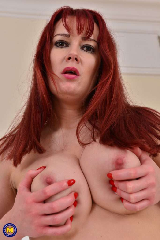 Naughty Mom Tanya Cox Loves Playing With Her Pussy