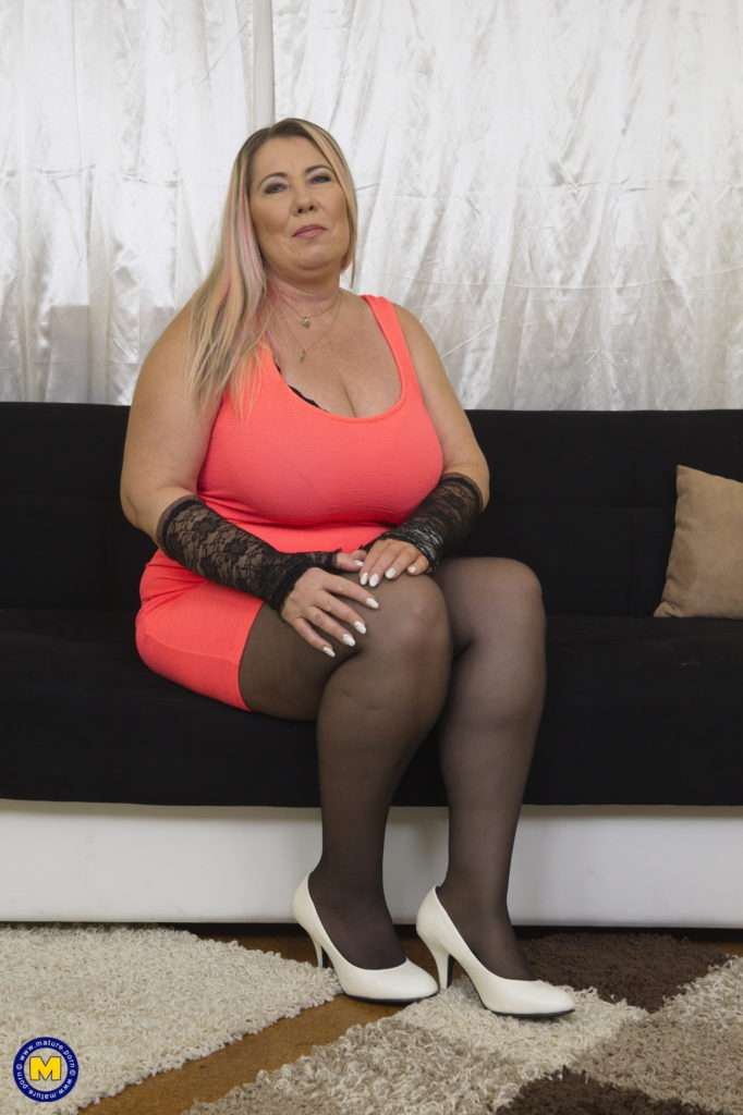 Naughty Big Breasted Mature Bbw Playing With Her Toy Boy At Mature.nl