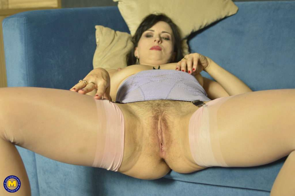This Naughty Unshaved Mom Plays With Her Pussy At Mature.nl