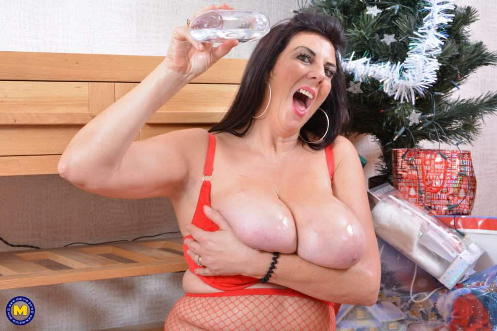 Big Breasted Lulu Is Bringing Out Her Christmas Balls At Mature.nl