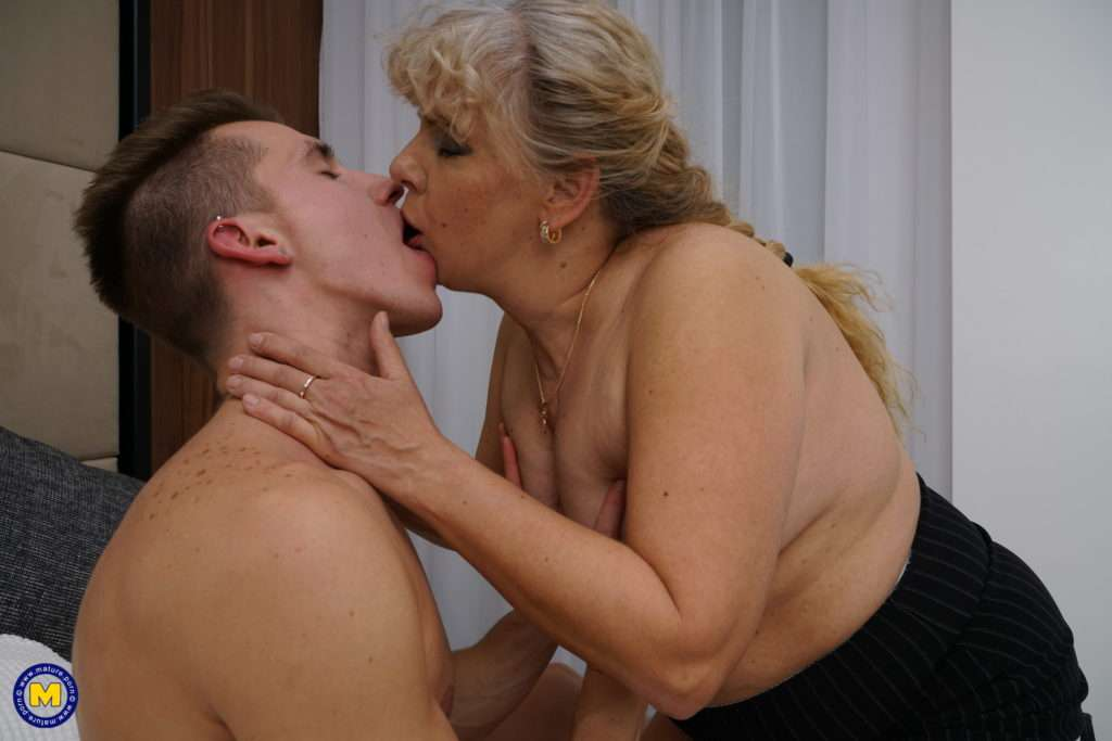 Chubby Housewife Elize Dows Her Toy Boy
