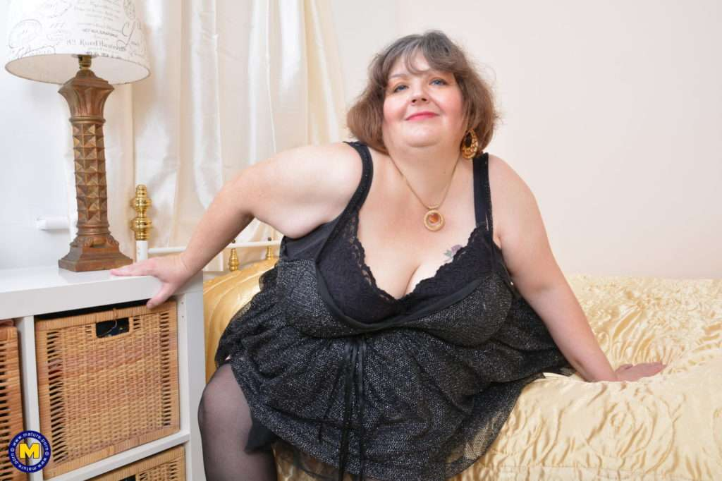 Huge Breasted Mature Bbw Playing With Herself