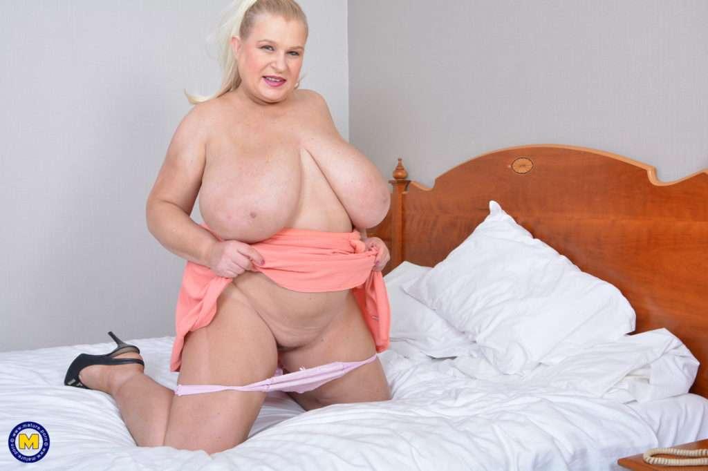 Naughty Housewife Sammy Sanders Showing Off Her Huge Breasts