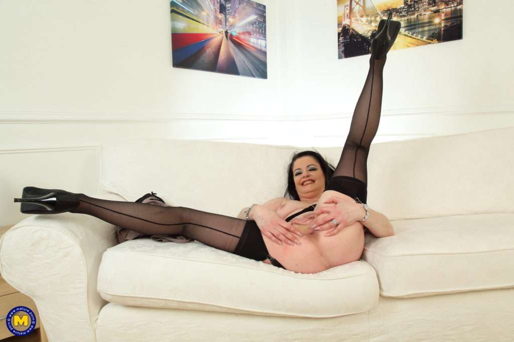Naughty British Housewife Sarah Kelly Loves Fooling Around