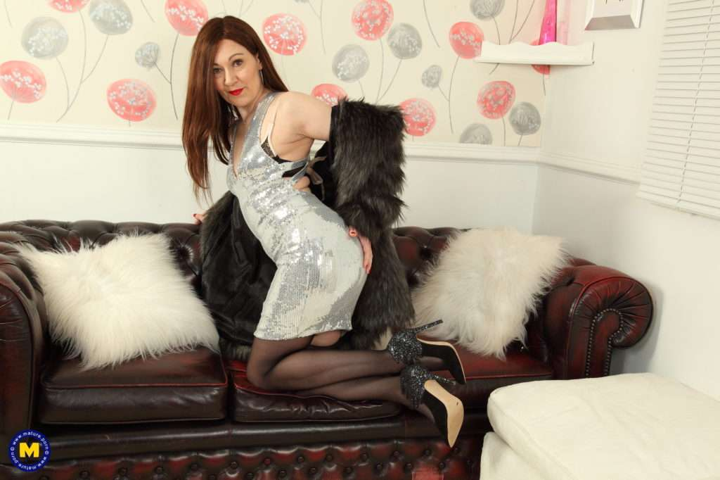 Hot Housewife Kitty Cream Playing With Her Pussy At Mature.nl