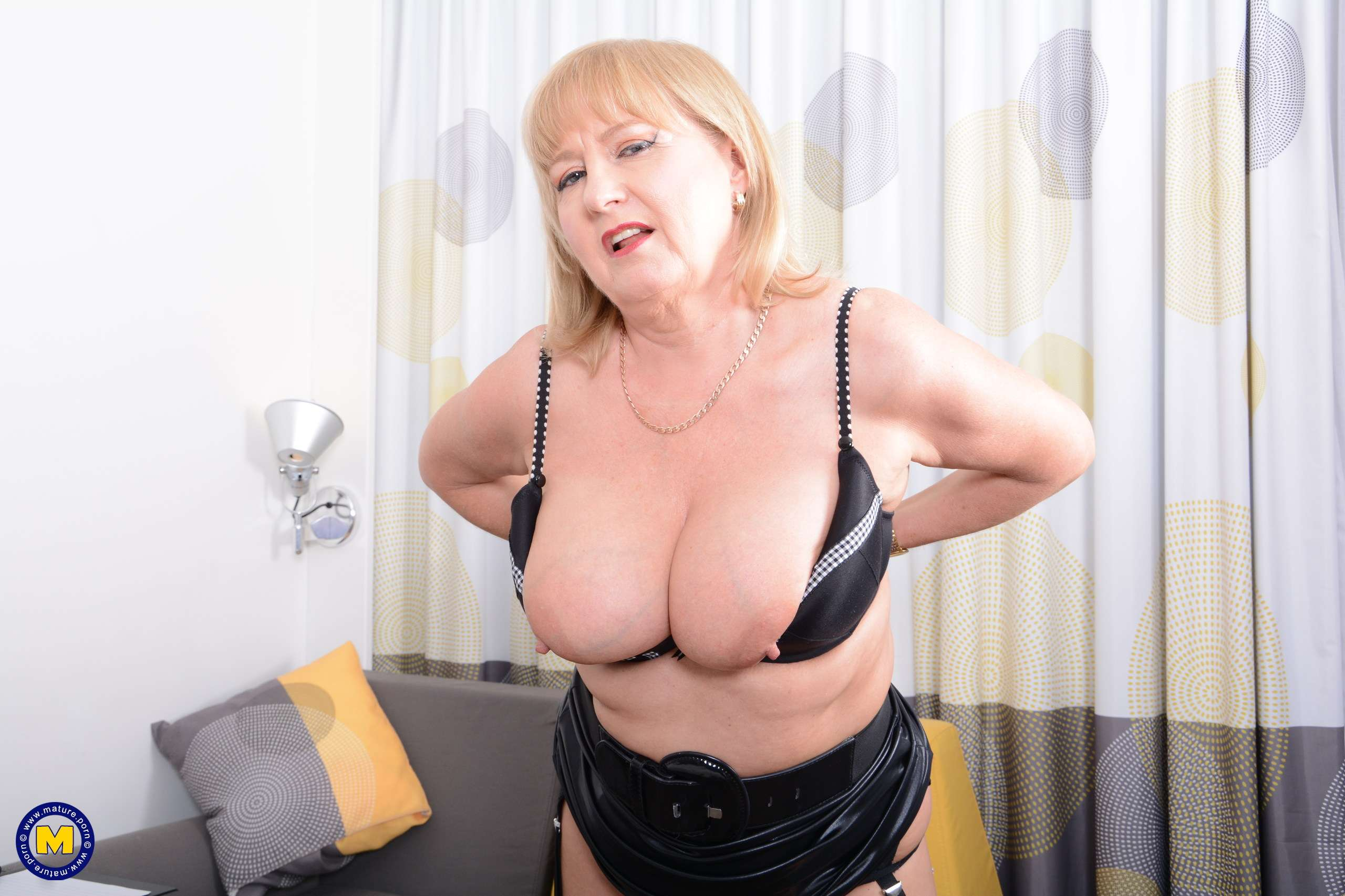 Naughty housewife Lorna Blu showing off her great rack