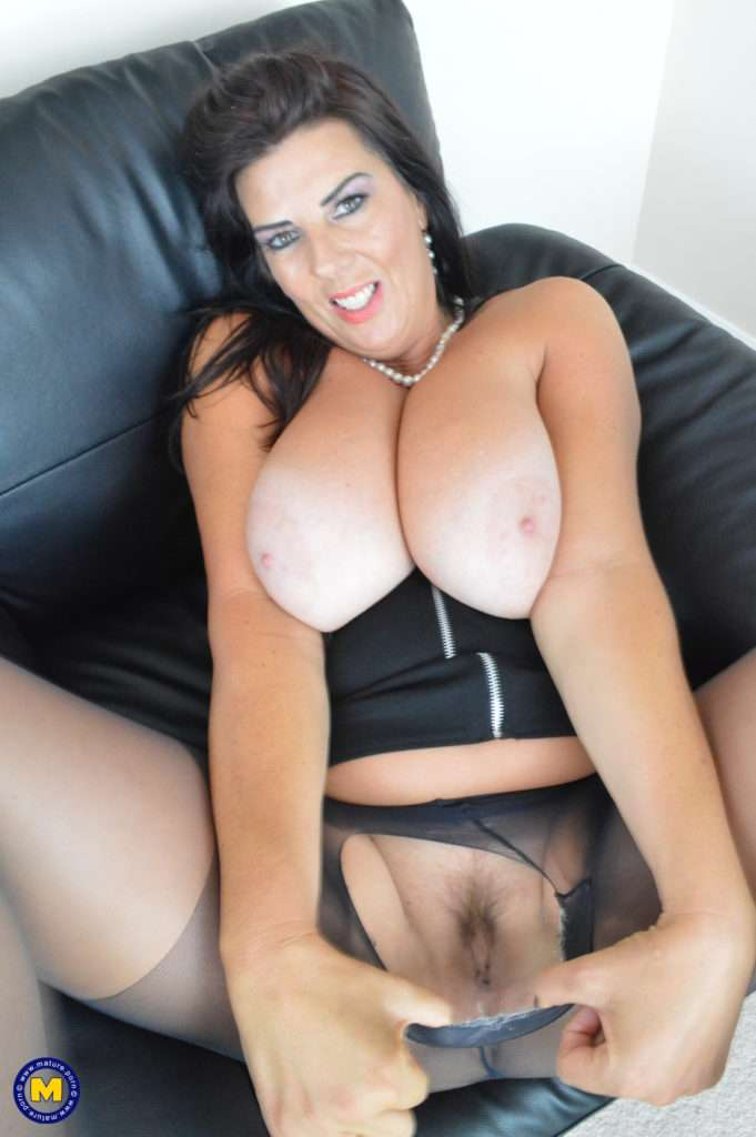 Big Breasted Lulu Playing With Herself At Mature.nl