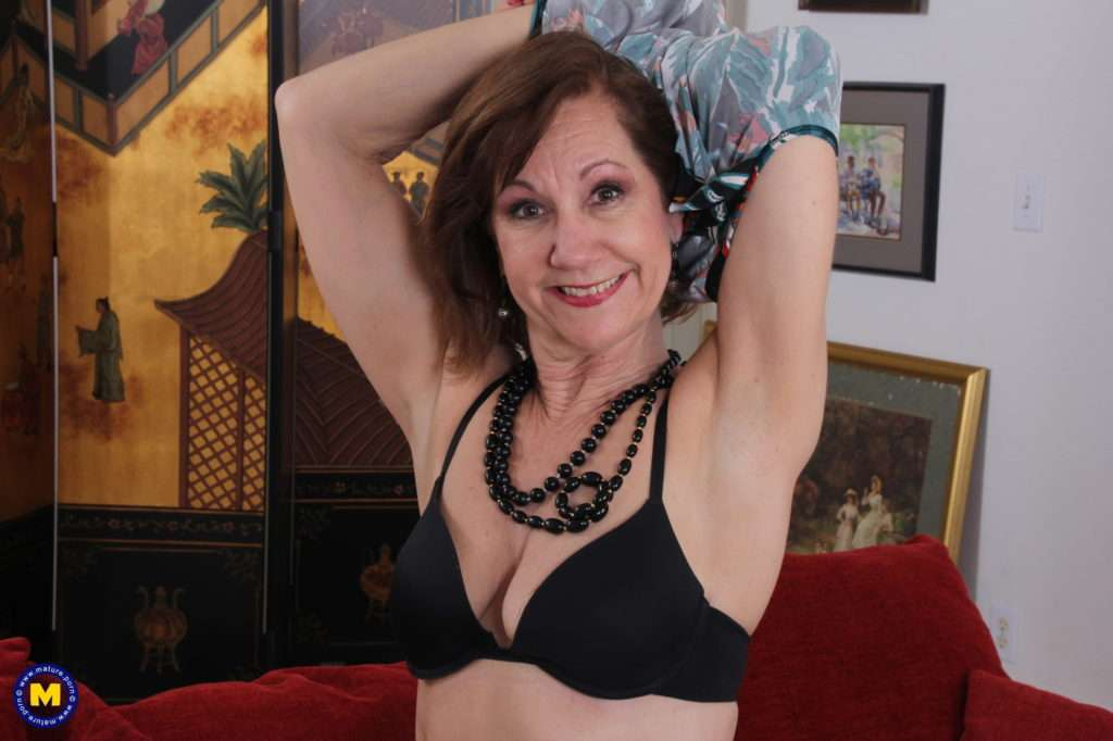 Horny American Mature Demi Loves Playing With Herself At Mature.nl