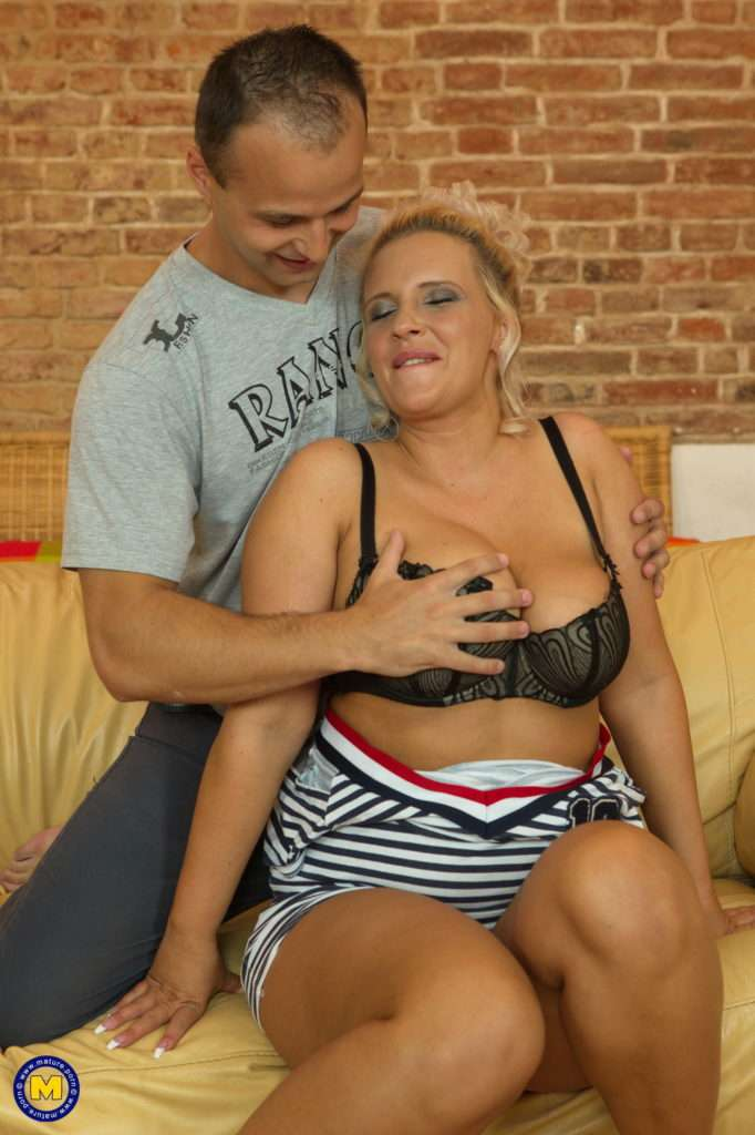 Hot Mom Eva Fooling Around With Her Toy Boy