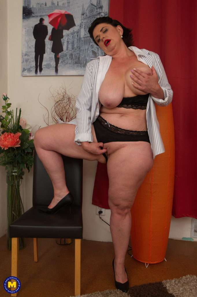 Curvy Housewife Playing With Her Big Tits At Mature.nl