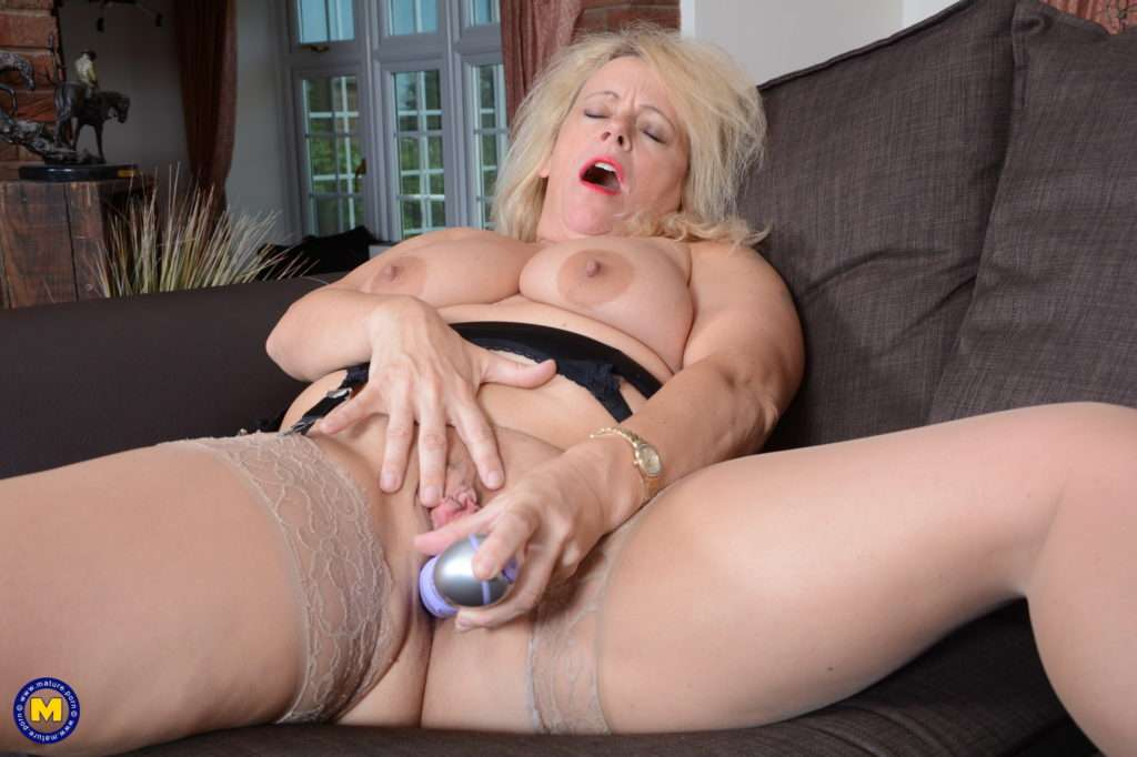 Naughty British Ann Loves Playing With Her Pussy