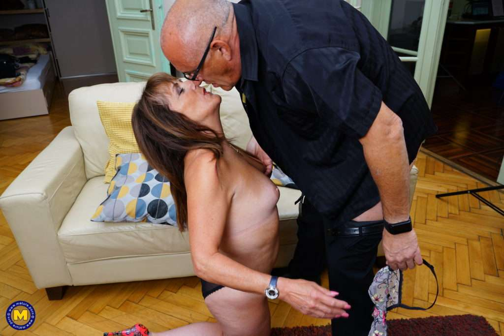 Horny Pandora Getting Nasty With Her Man At Mature.nl