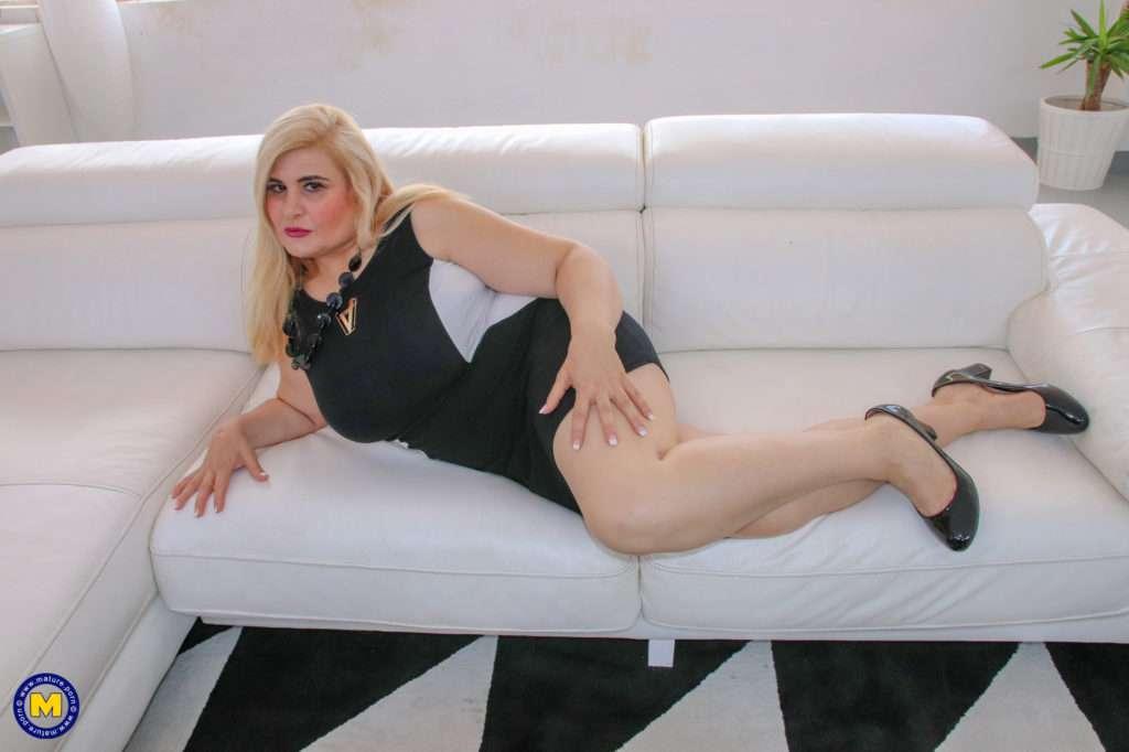 Curvy Big Breasted Mature Lady Goes Interracial At Mature.nl