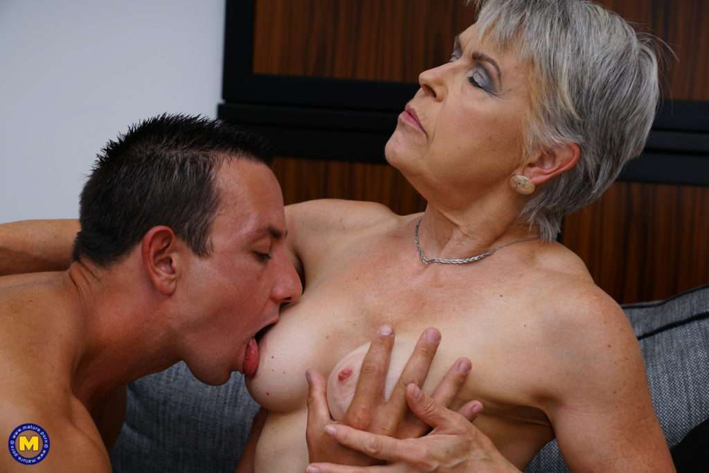 Naughty Mature Slut Doing Her Loverboy At Mature.nl