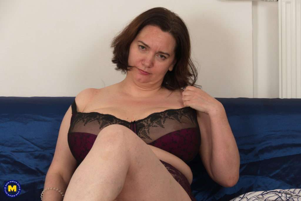 Naughty Big Mama Getting Ready For Cock At Mature.nl