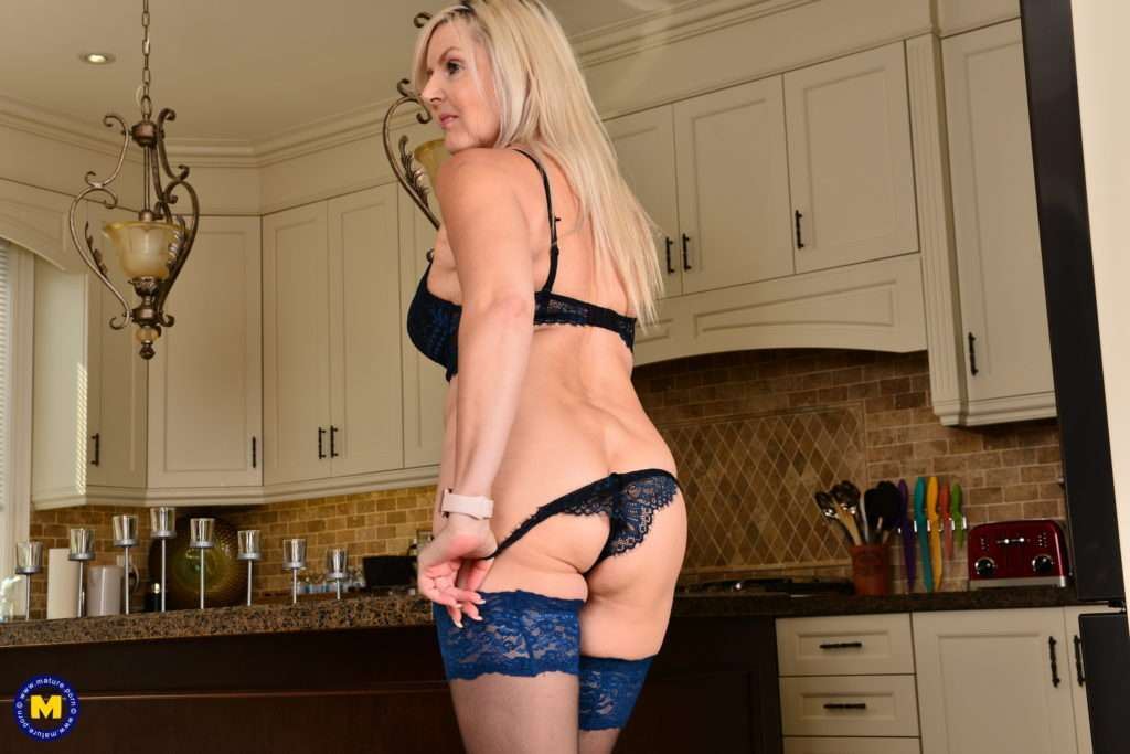 Naughty Steamy Canadian Housewife Getting Ready For Desert