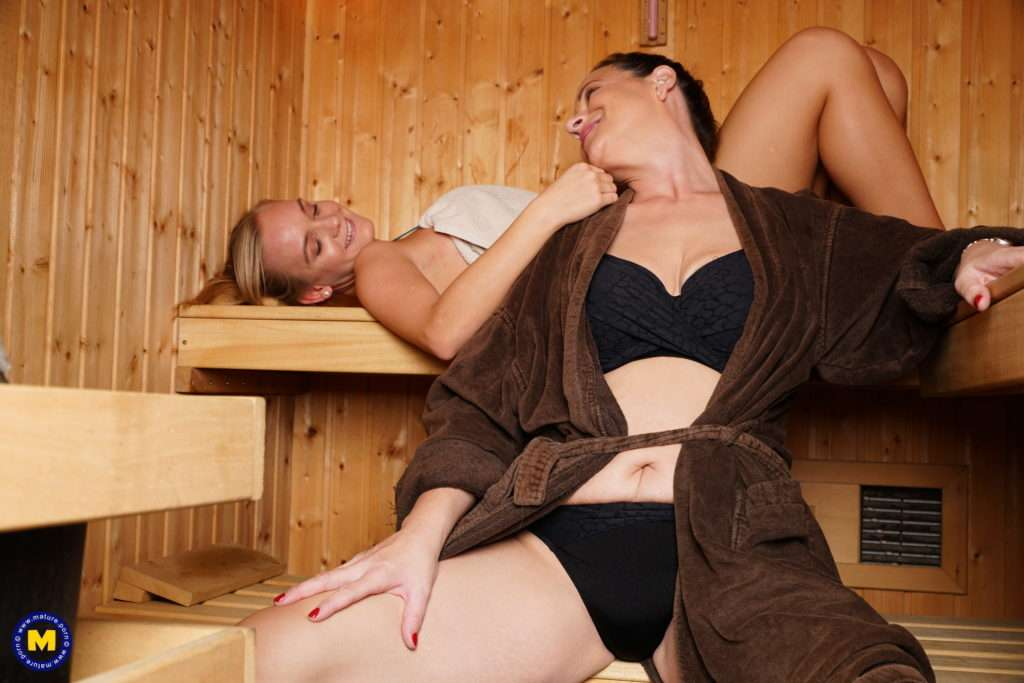 These Old And Young Lesbians Get Steamy In Teh Hottub