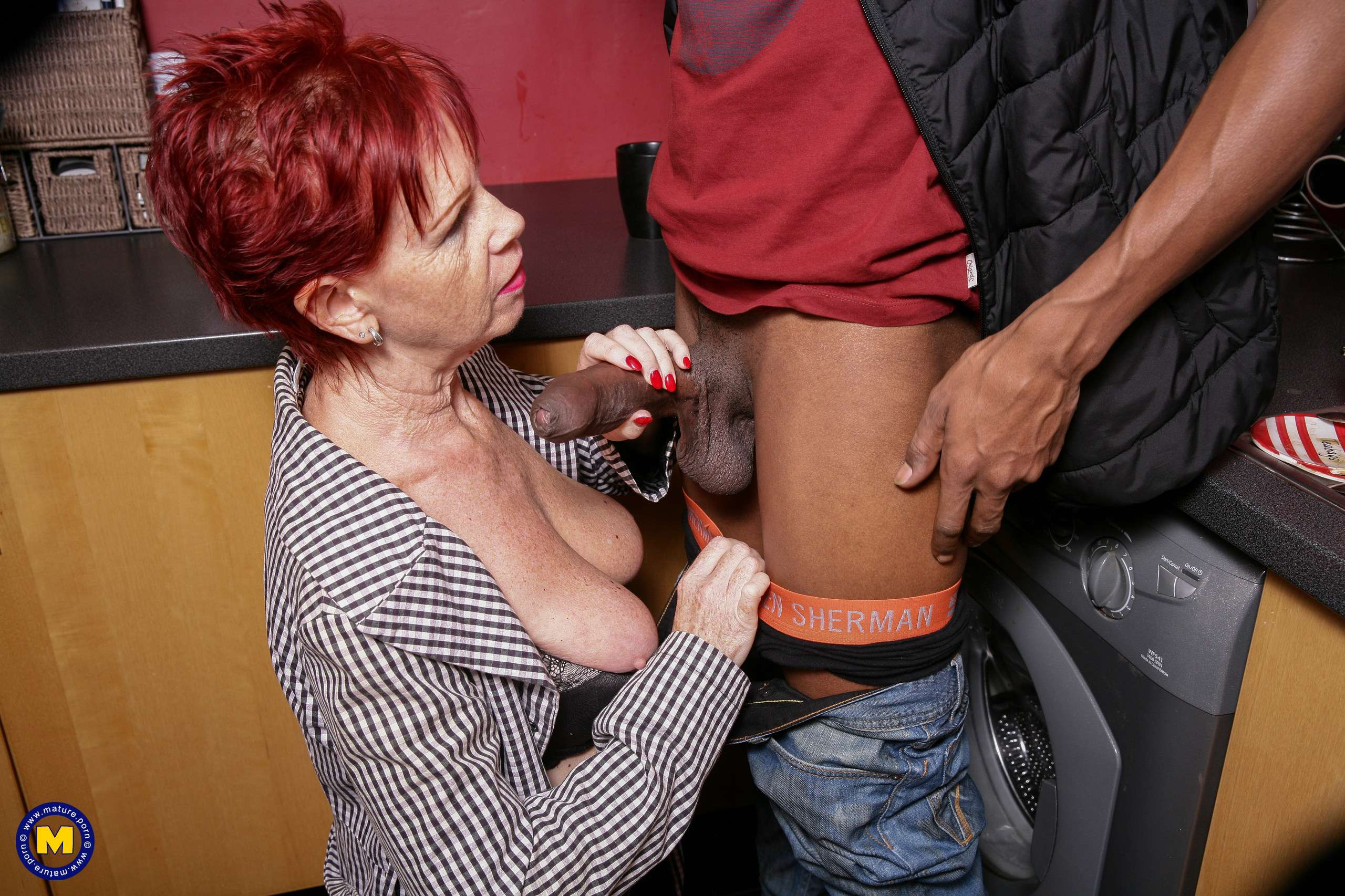 Naughty mature slut getting a black hammer to work with