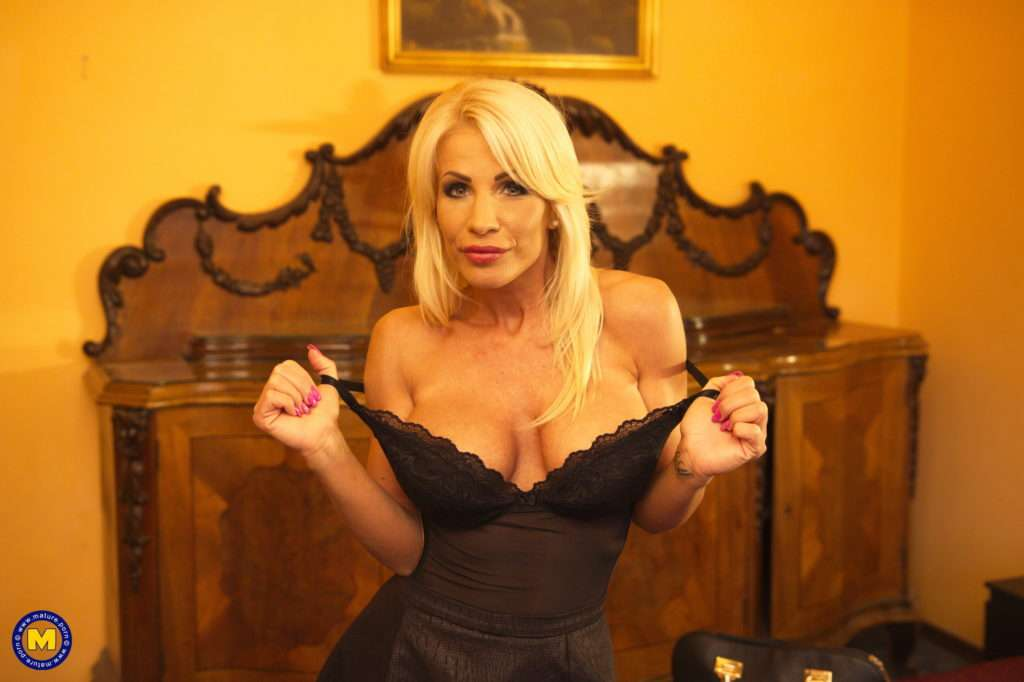 Hot Milf Tiffany Rouso Is Ready For Her Big Hard Cock At Mature.nl