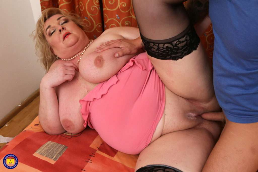 Huge Breasted Mature Bbw Sucking And Fucking Her Toy Boy