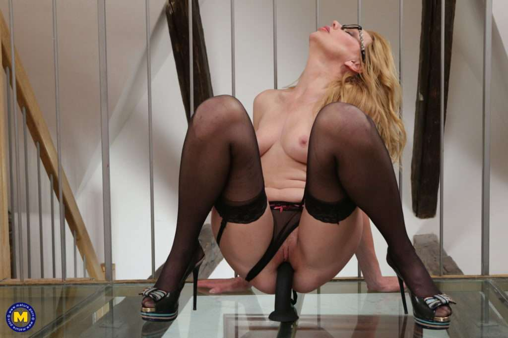 This Hot And Naughty Milf Loves To Play With Her Wet Pussy