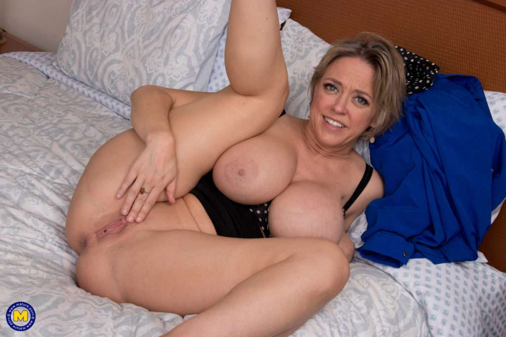 Hot Perfectly Big Breasted Milf Playing With Herself
