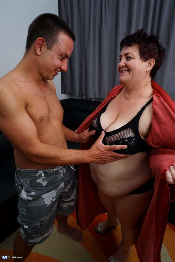 Mature Bbw Getting Seduced For Sex In The Shower