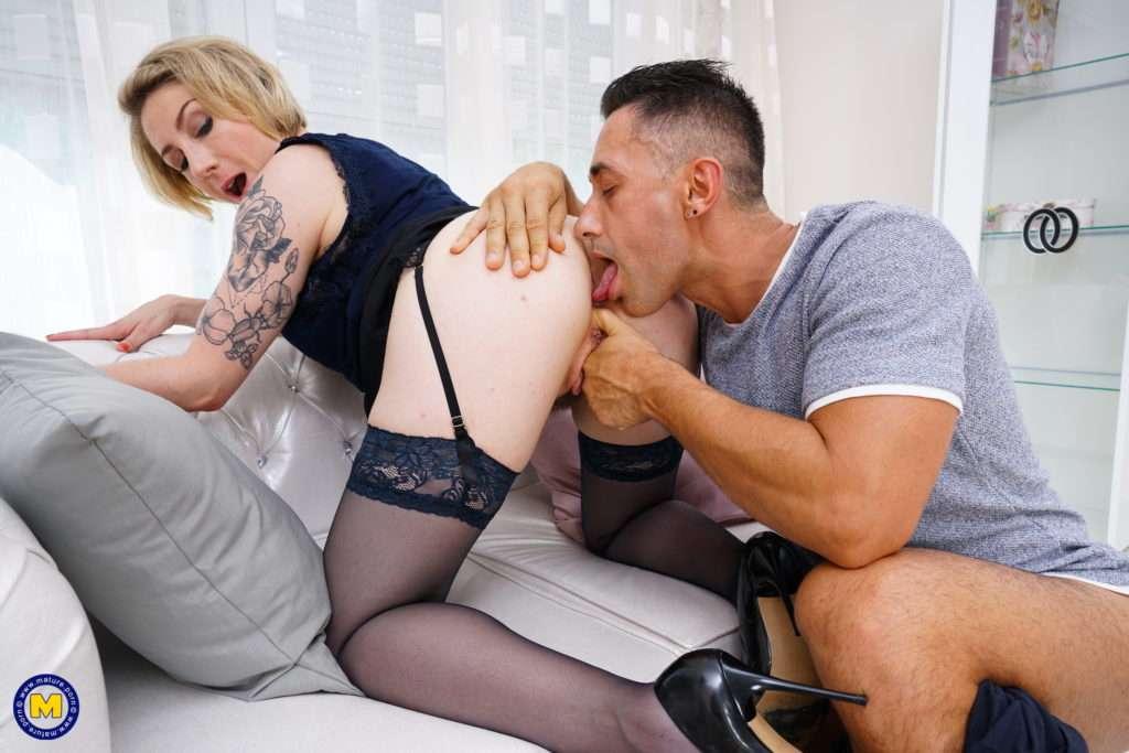 Hot French Mom Loving Hardcore Anal Sex
