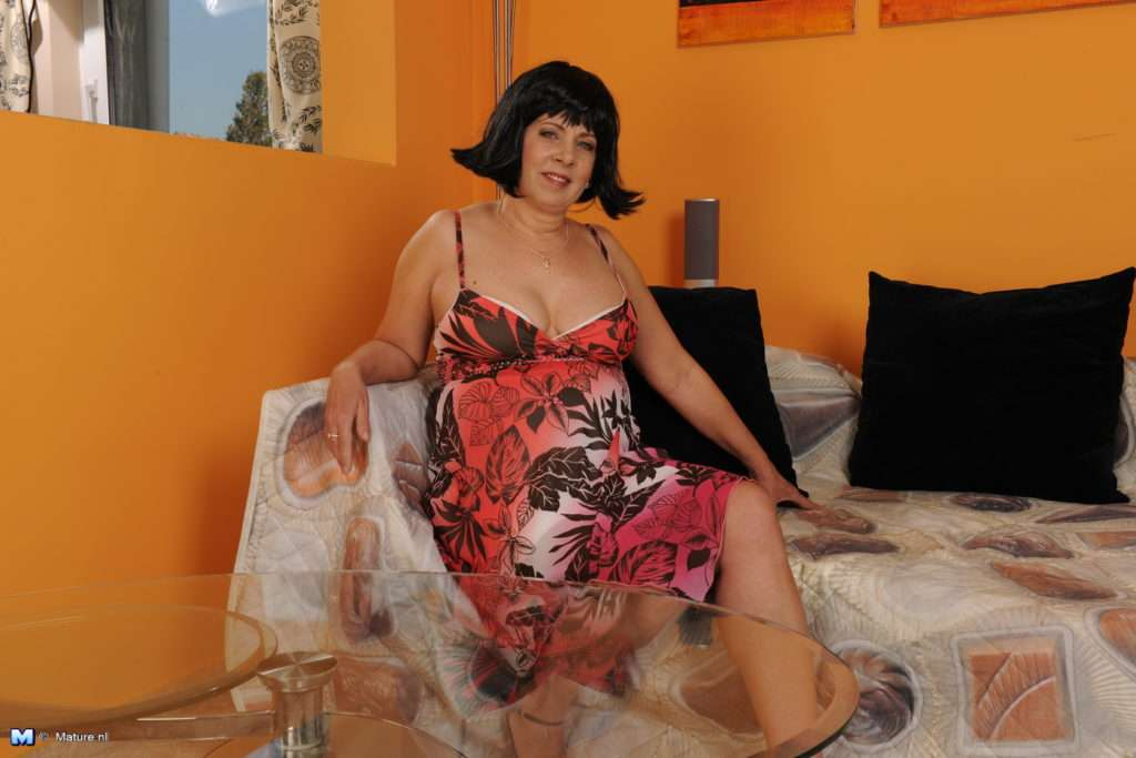 Naughty Mature Lady Getting Wet And Wild At Mature.nl