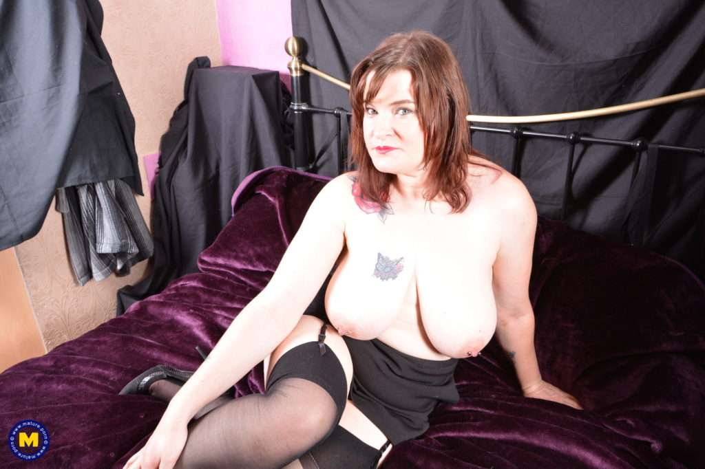 Chubby Mature British Housewife Getting Naughty In Bed At Mature.nl