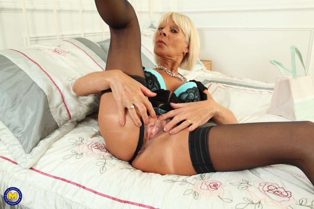 Horny British Housewife Playing With Her Anal Beads At Mature.nl