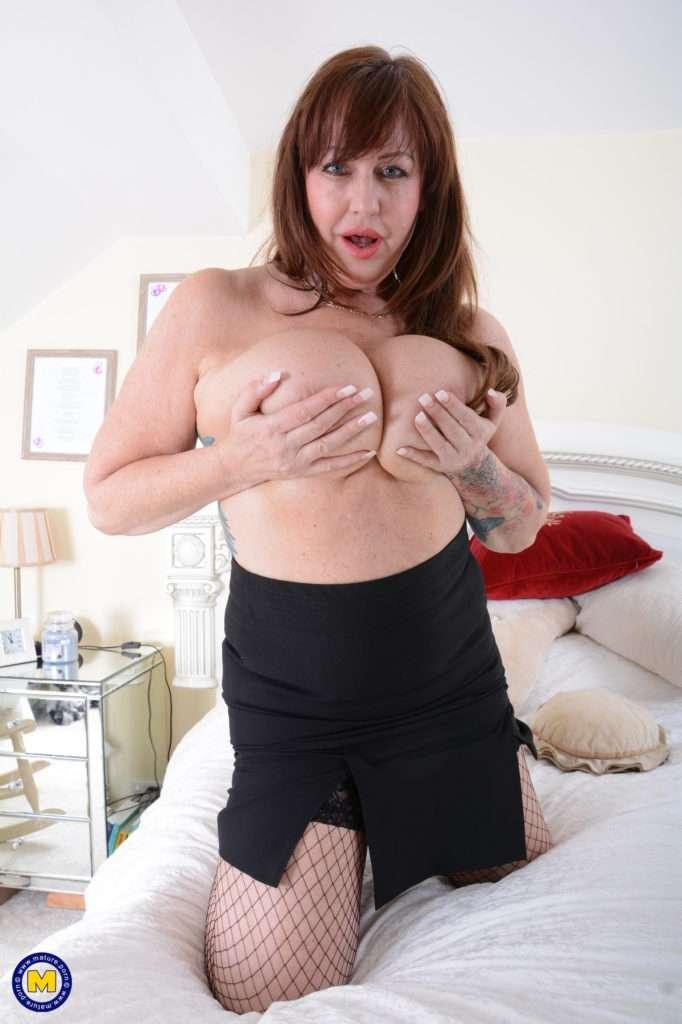 Big Breasted Housewife Jessie Joe Is Naughty As Hell