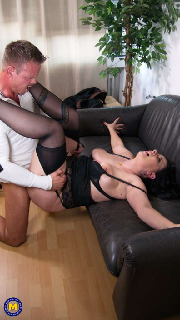 Curvy German Housewife Fucking And Sucking At The Office