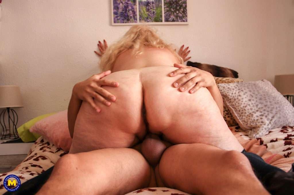 Big Breasted Bbw Getting Her Way With A Toyboy