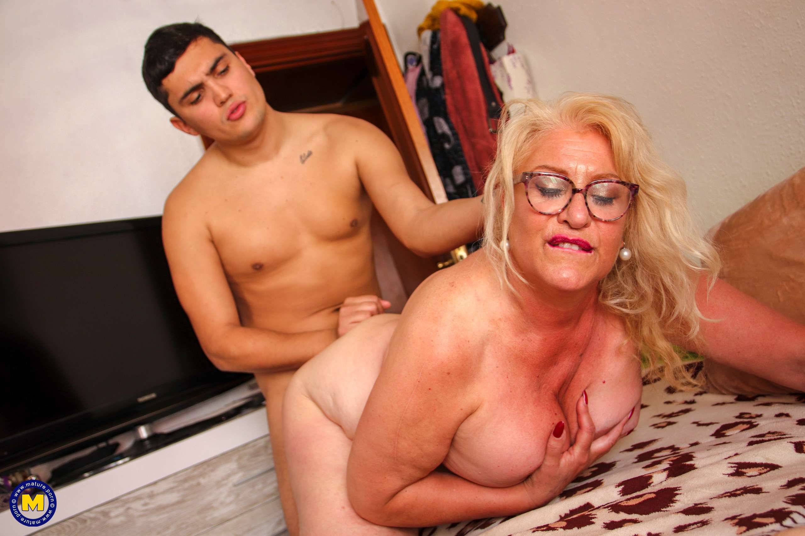 Big breasted BBW getting her way with a toyboy