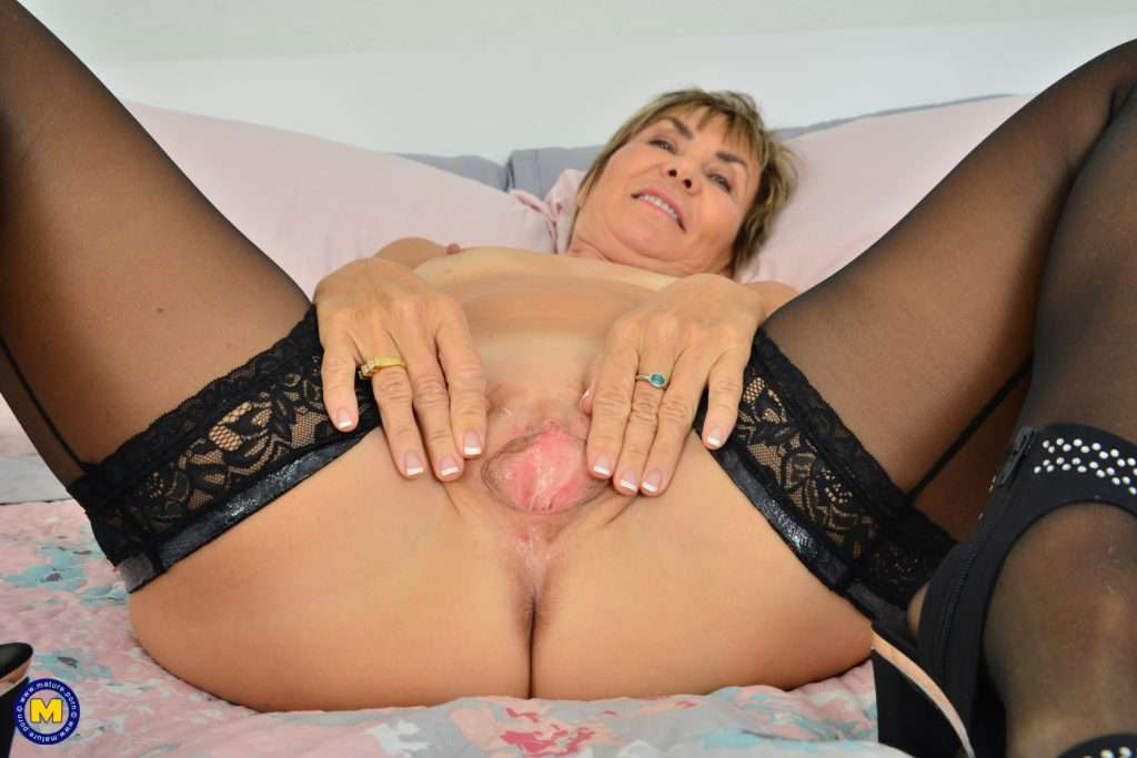 Mature Lillian Tesh Loves To Play With Her Pussy