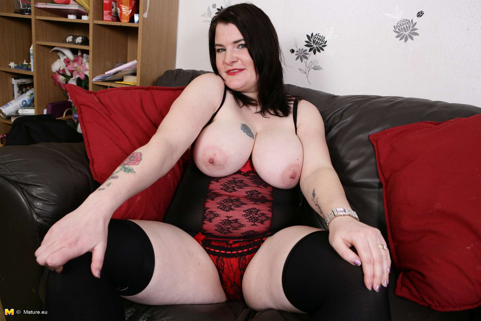 Curvy mature lady with nice full tits playing with herself