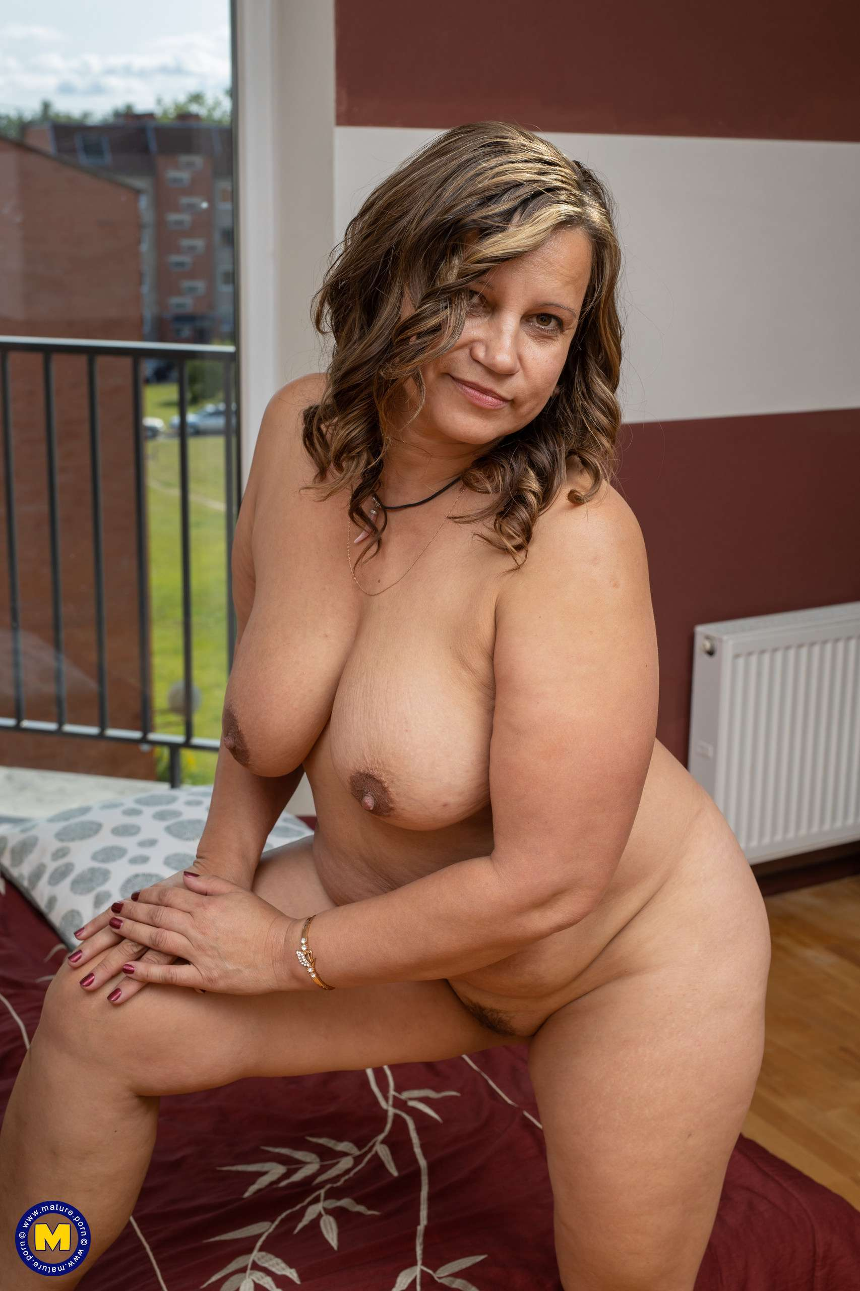 Naughty curvy mom loves to show you her dirty side