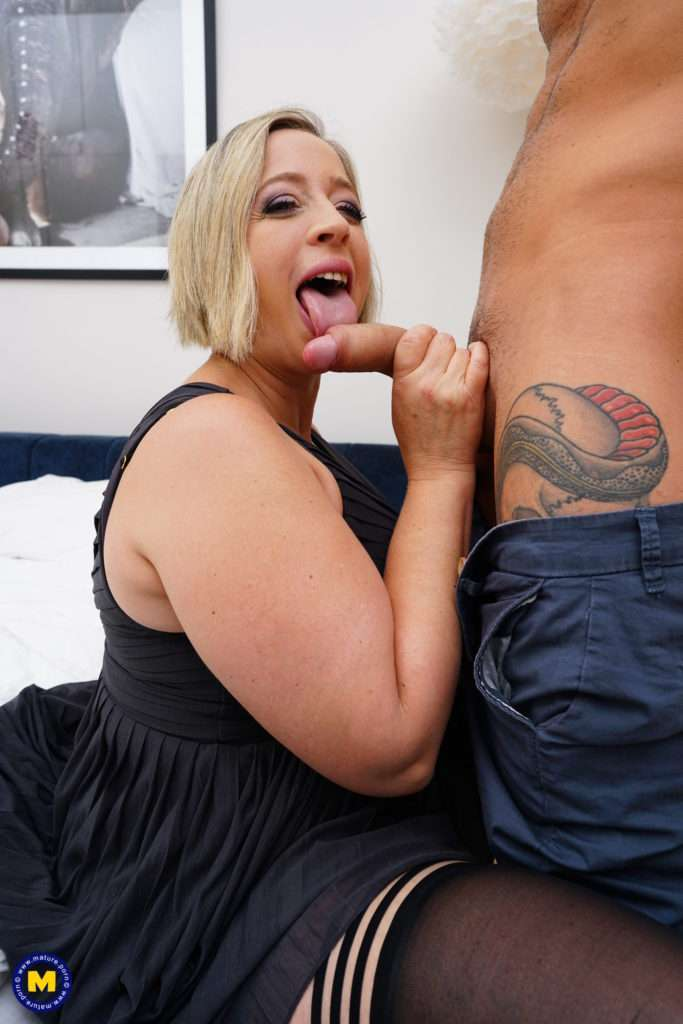 Curvy Big Breasted Shooting Star Loves Getting Fucked Hard In Bed