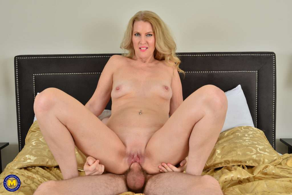 Horny Cougar Sucking And Fucking The Toyboy Next Door