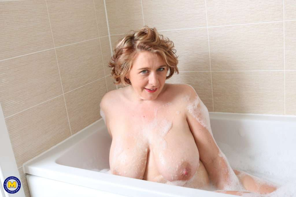 Big Breasted Camilla Is Taking A Bath And Wants You To Soap Her In