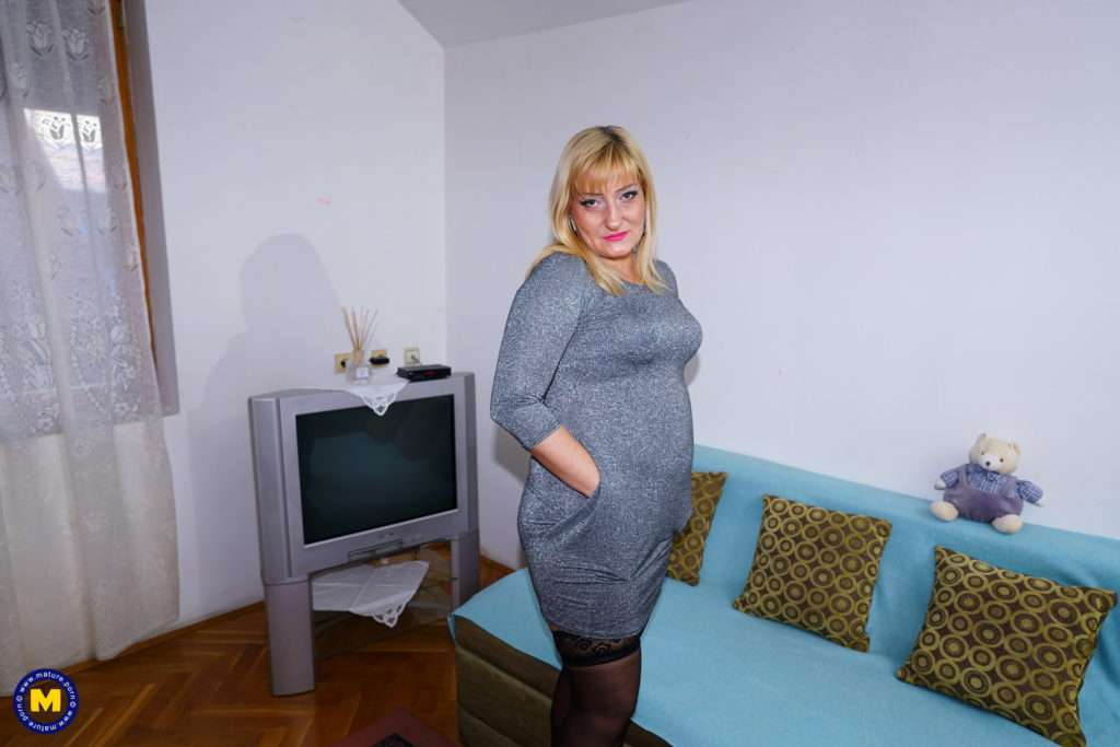 Mature Layla Lets Us Take A Peek In Her Very Naughty Personal Life