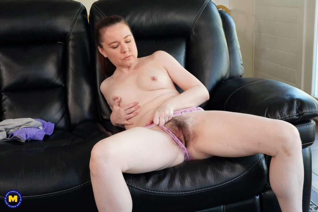 Naughty Mom Annabelle Lee Loves Playing With Her Hairy Pussy