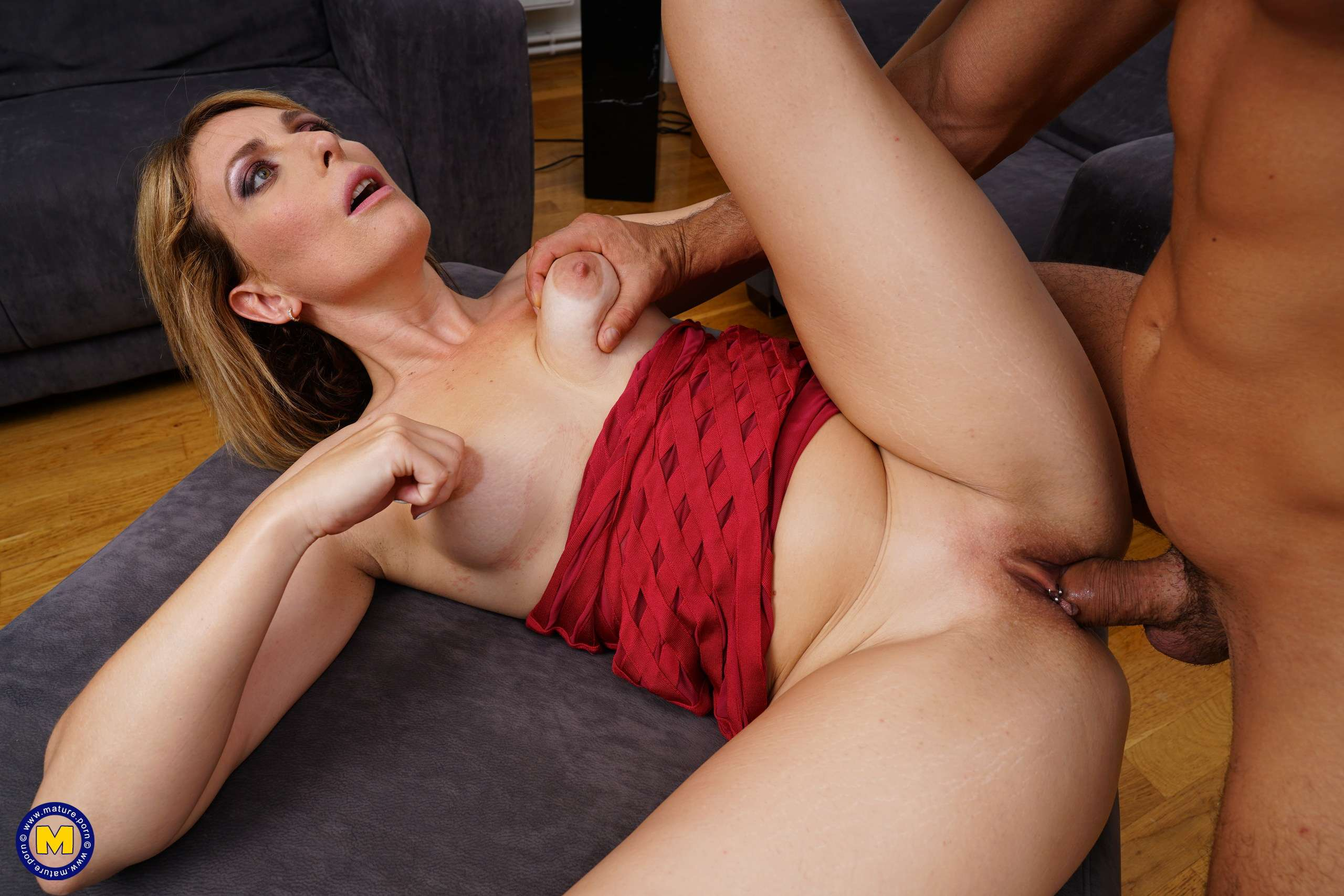 This hot MILF is taking it up the ass