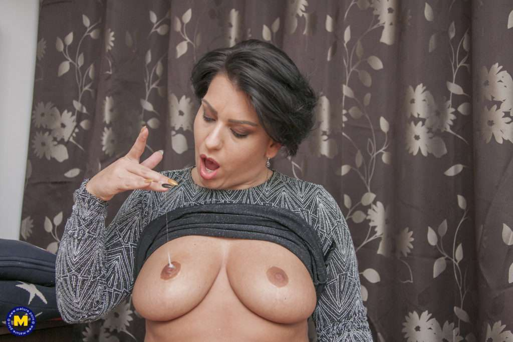 Curvy Tattooed Mom Getting A Very Big Dick To Ride And Suck On