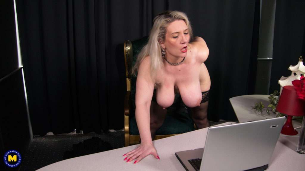 Big Breasted Mature Slut Going All The Way Infront Of A Webcam