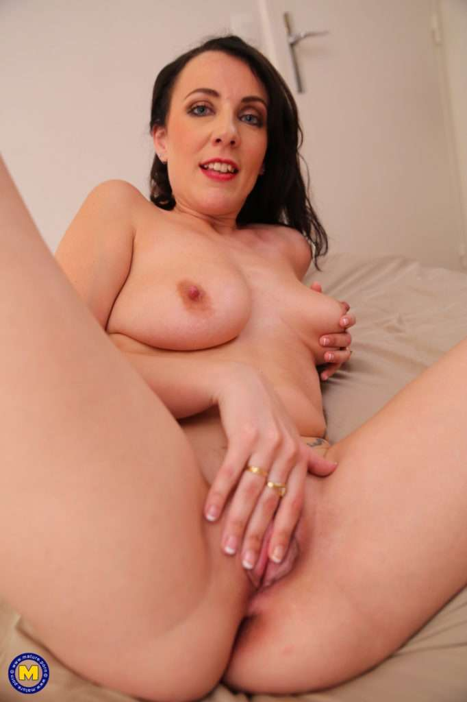 This Hot Mom Loves To Take It Up The Ass