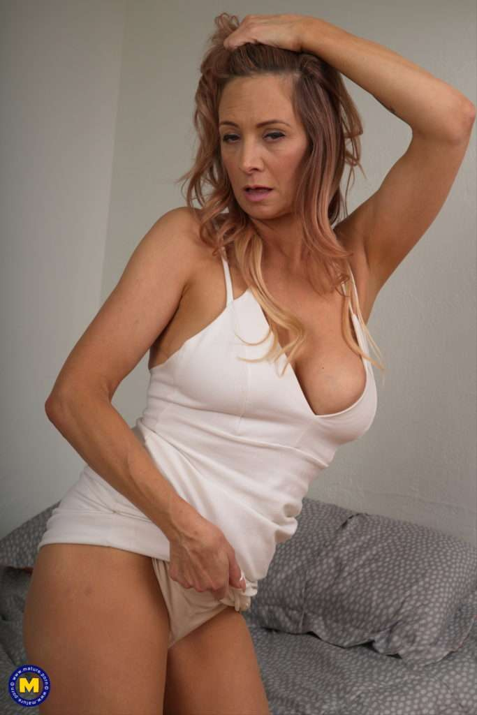 This Hot Milf Loves To Show You How Naughty She Can Be