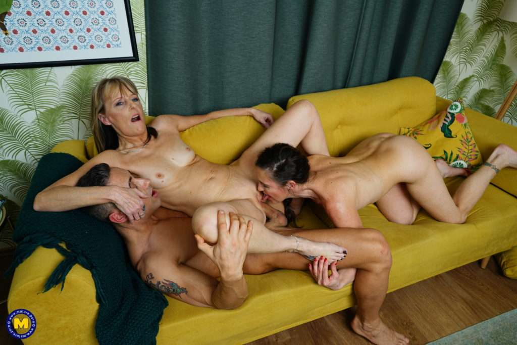 Two Horny Mature Sluts In An Anal Threesome On The Couch