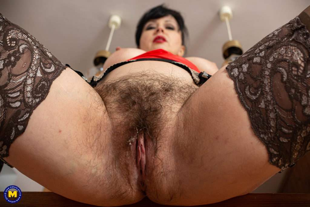 Hairy Mature Wanilianna Loves Playing With Her Squirting Pussy
